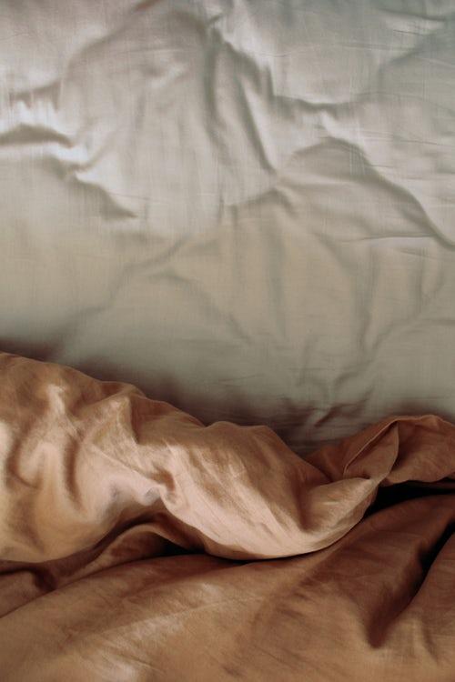 Odeje za zimo lahko spravimo pod posteljo